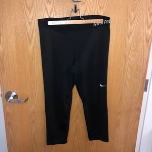 Nike Pro 3/4 Cropped Leggings